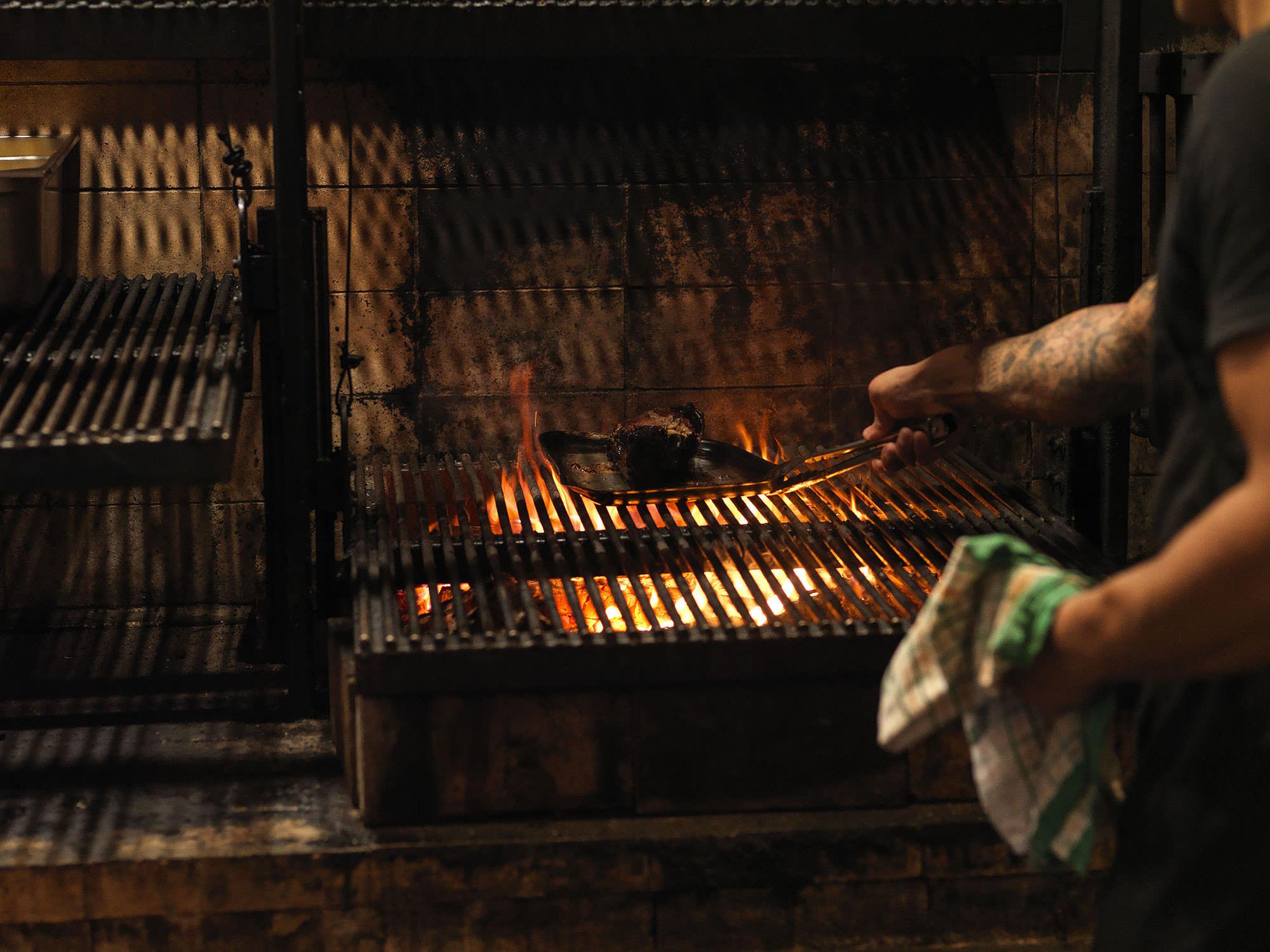 Rotisserie, parija or smoke box? Meet has you covered.